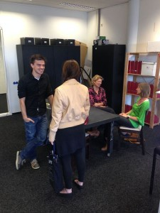 Netwerken; hoe vind je een bijeenkomst ? kijk op www.meetup.com. Hier kan je veel netwerkbijeenkomsten vinden. In Den Haag is er bijvoorbeeld oc070 .